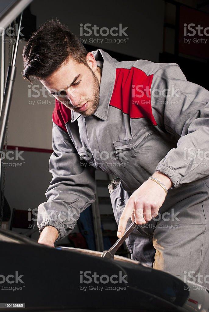 Mechaniker Arbeiten auf einen