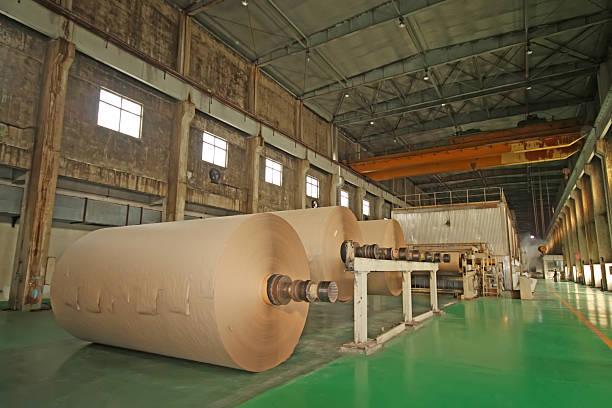 Mechanische Ausrüstung in einer Fabrik paper mill – Foto