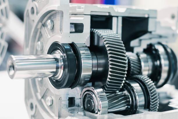 mechanisches getriebe, querschnitt. helical ausrüstung. nahaufnahme - kugellager stock-fotos und bilder