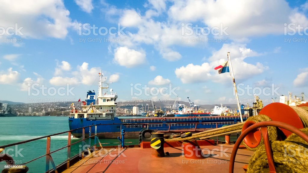 Mechanisms of tension control ropes. Winches. Equipment on the deck of a cargo ship or port Стоковые фото Стоковая фотография