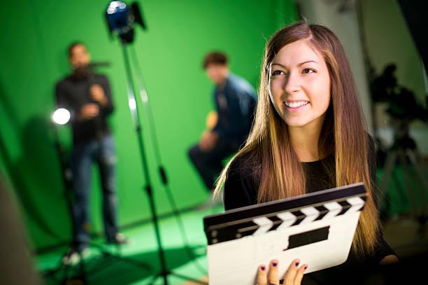 media-student im studio - jugendfilm stock-fotos und bilder