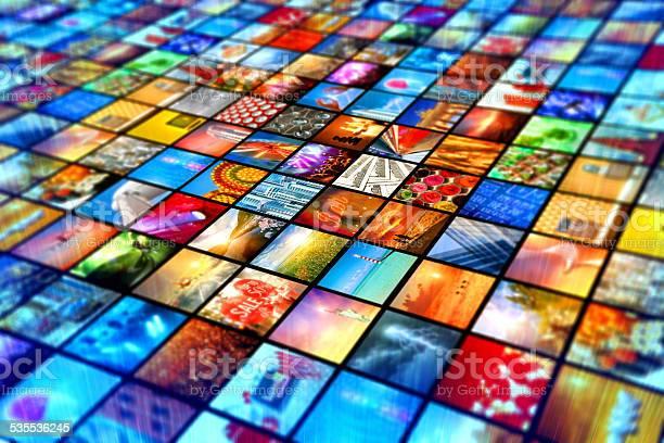Medienwand Mit Bildschirm Rundfunk Mehrere Videos Bilder Stockfoto und mehr Bilder von 2015