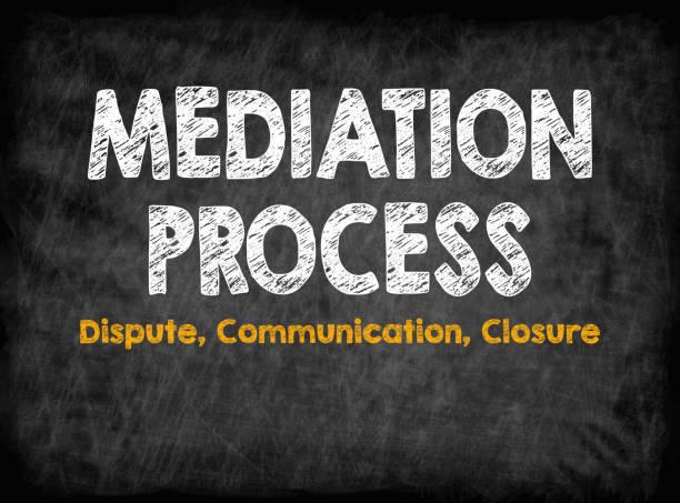 Concepto de proceso de mediación. Cierre de la comunicación del conflicto. Tablero negro con textura, Fondo - foto de stock