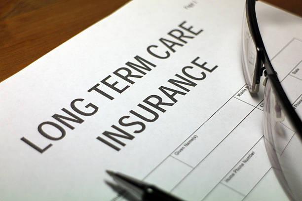 copertura assicurativa di assistenza medica - prendersi cura del corpo foto e immagini stock