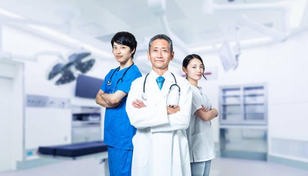 病院の医師と看護師 - 医療処置 ストックフォトと画像