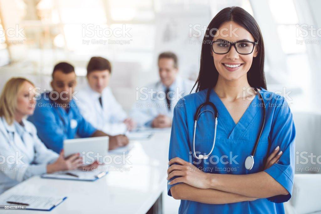 Médicos na conferência - foto de acervo