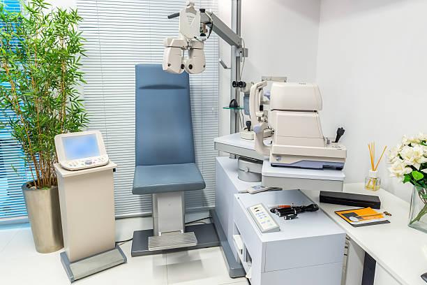 医療機器のオフィスの眼科医 - 検眼医 ストックフォトと画像
