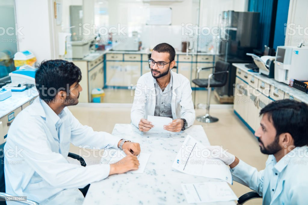 Reunión de personal médico. - foto de stock
