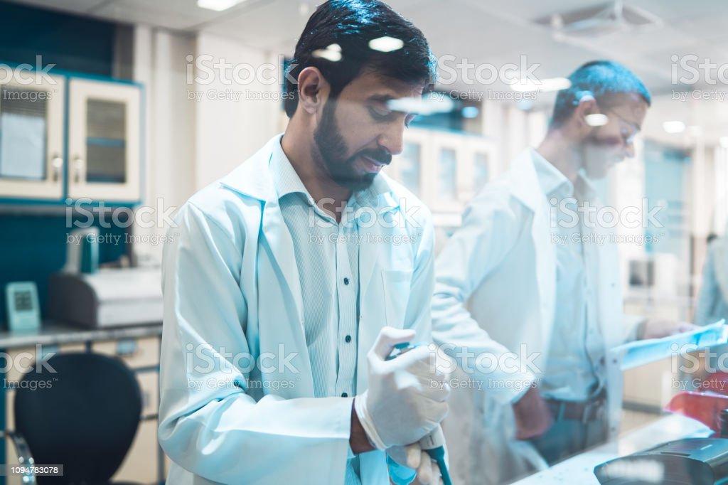 Exámenes médicos de laboratorio. - foto de stock