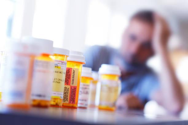 sovraccarico di farmaci - assuefazione foto e immagini stock