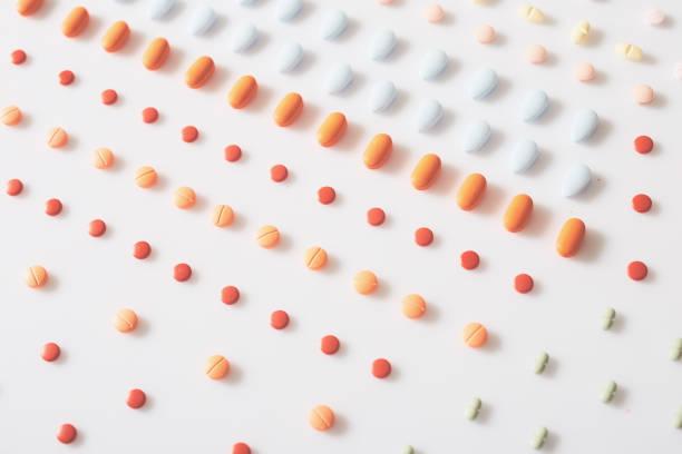 Medikamente auf dem weißen Hintergrund – Foto