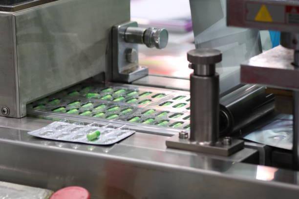 máquina de embalaje de cápsulas de medicamentos - foto de stock