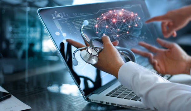 Medicine doctor team meeting and analysis. Diagnose checking brain testing result with modern virtual screen interface on laptop with stethoscope in hand, Medical technology network connection concept. - foto stock