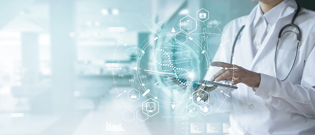 Medicine Doctor Touching Electronic Medical Record On Tablet Dna Digital Healthcare And Network Connection On Hologram Modern Virtual Screen Interface Medical Technology And Futuristic Concept — стоковые фотографии и другие картинки Анализировать