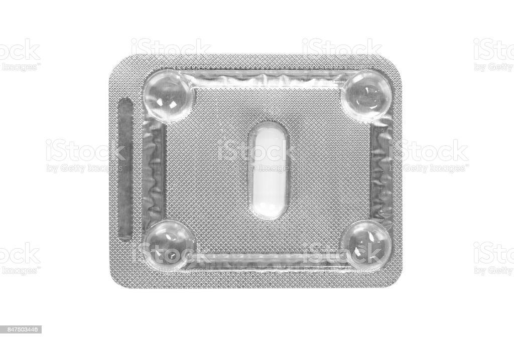 Píldoras de medicina embaladas en ampollas aisladas sobre fondo blanco - foto de stock