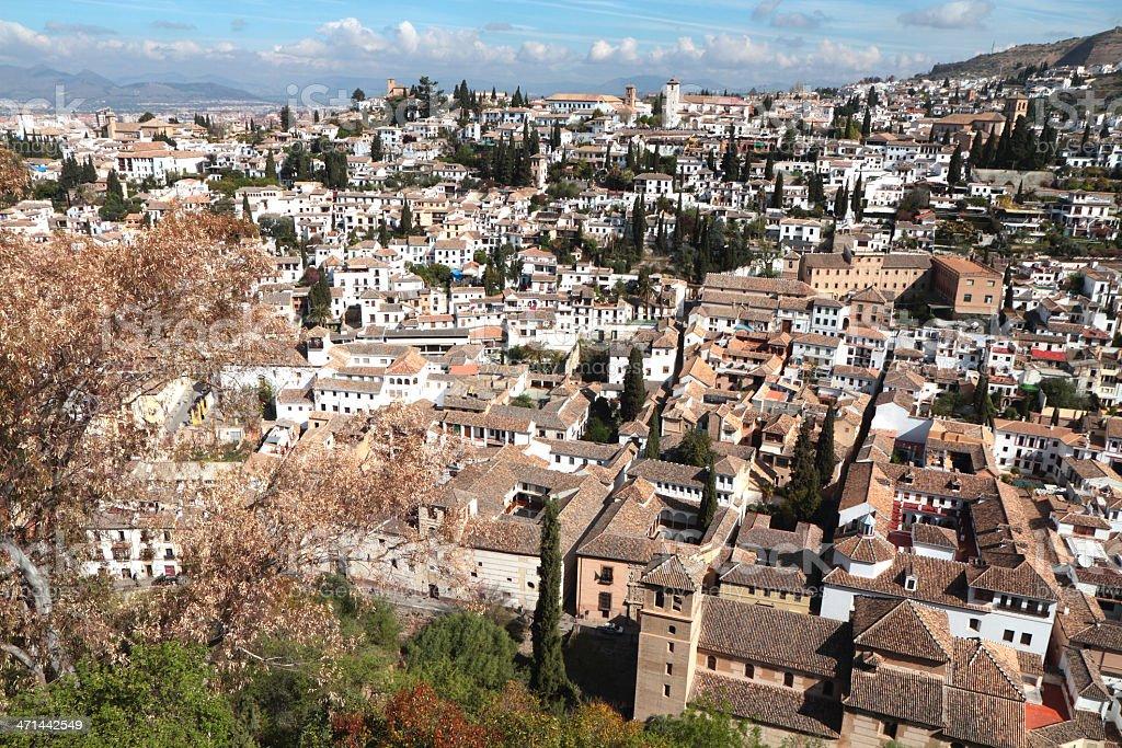 メディバルバリオの albaicínからは、アルハンブラ宮殿、グラナダ、スペイン - アルハンブラのロイヤリティフリーストックフォト