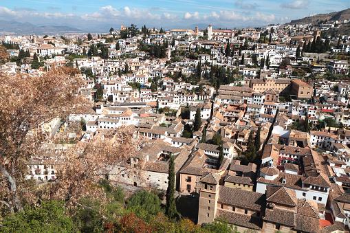 メディバルバリオの Albaicínからはアルハンブラ宮殿グラナダスペイン - アルハンブラのストックフォトや画像を多数ご用意