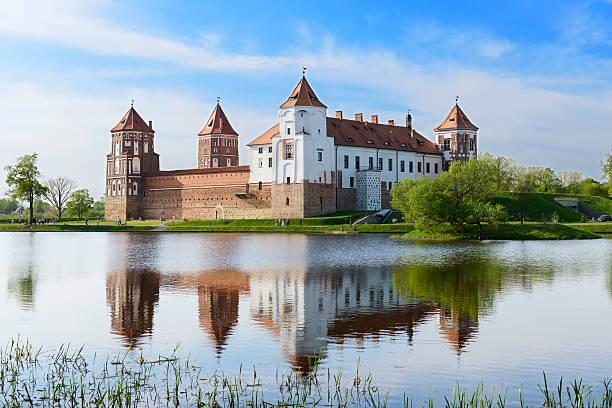 Mittelalterliche Burg Mir.  Grodno region.  Belarus – Foto