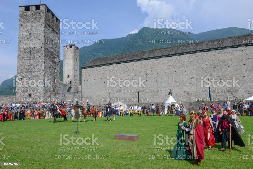 Medieval characters on Castelgrande castle at Bellinzona on Switzerland - foto stock
