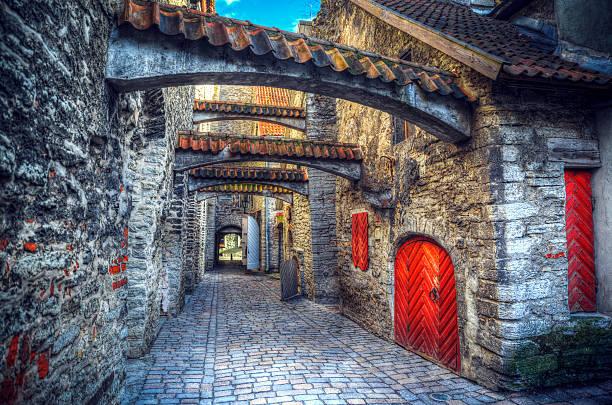 medieval city in europe - estonya stok fotoğraflar ve resimler