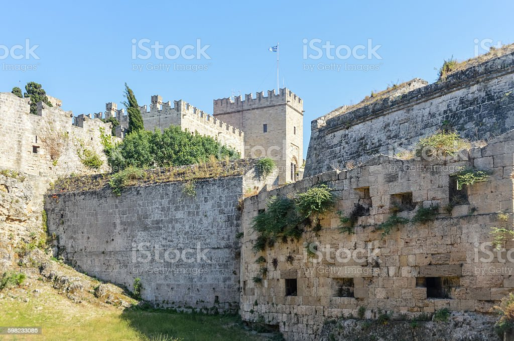 Medieval city walls in Old Town of Rhodes, Greece foto royalty-free