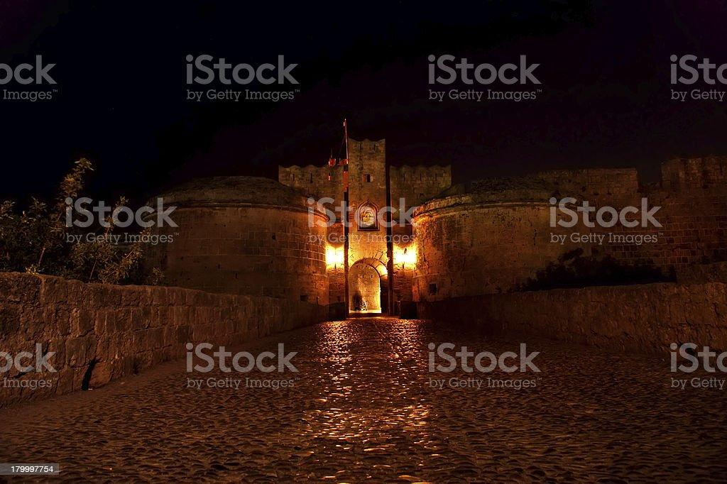 가득했다 무시레프 월스 in Rhodes 타운 (밤), 그리스 royalty-free 스톡 사진