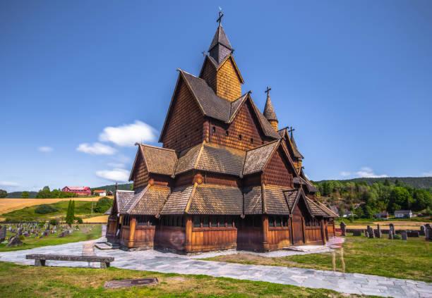 Tveitanbakkane - 1. August 2018: Daube mittelalterlichen Tveitanbakkane Stabkirche, die größte von den übrigen Kirchen in Telemark, Norwegen – Foto