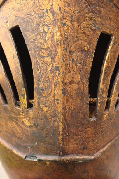 mittelalterliche helm-talmetum-textur - cro maske stock-fotos und bilder