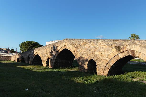 Mittelalterliche historische Brücke in Palermo, Sizilien – Foto