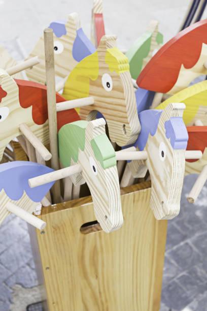 mittelalterlichen pferde - kindergarten workshop stock-fotos und bilder