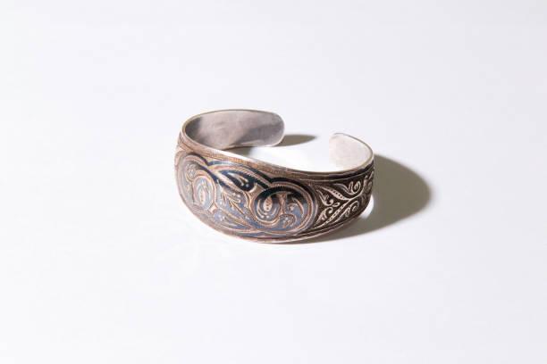 mittelalterliche kasachische armband - altes schmuckkunsthandwerk stock-fotos und bilder
