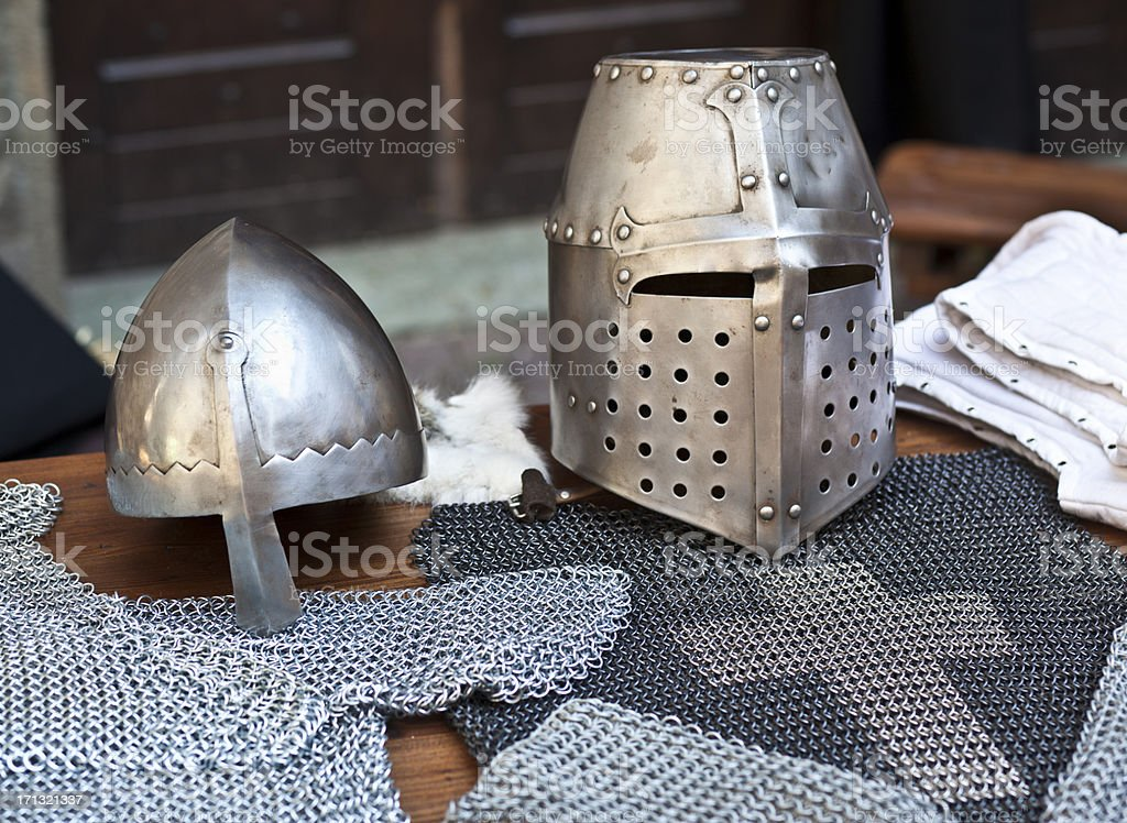 Costume de chevalier médiéval, détail du casque - Photo