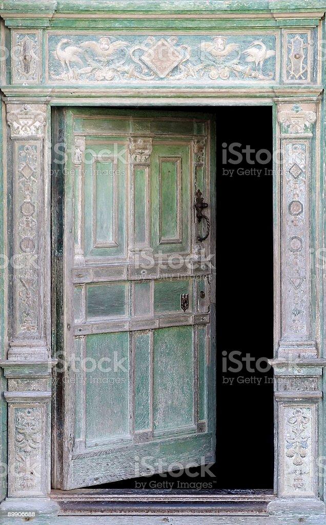Medieval puerta abierta foto de stock libre de derechos