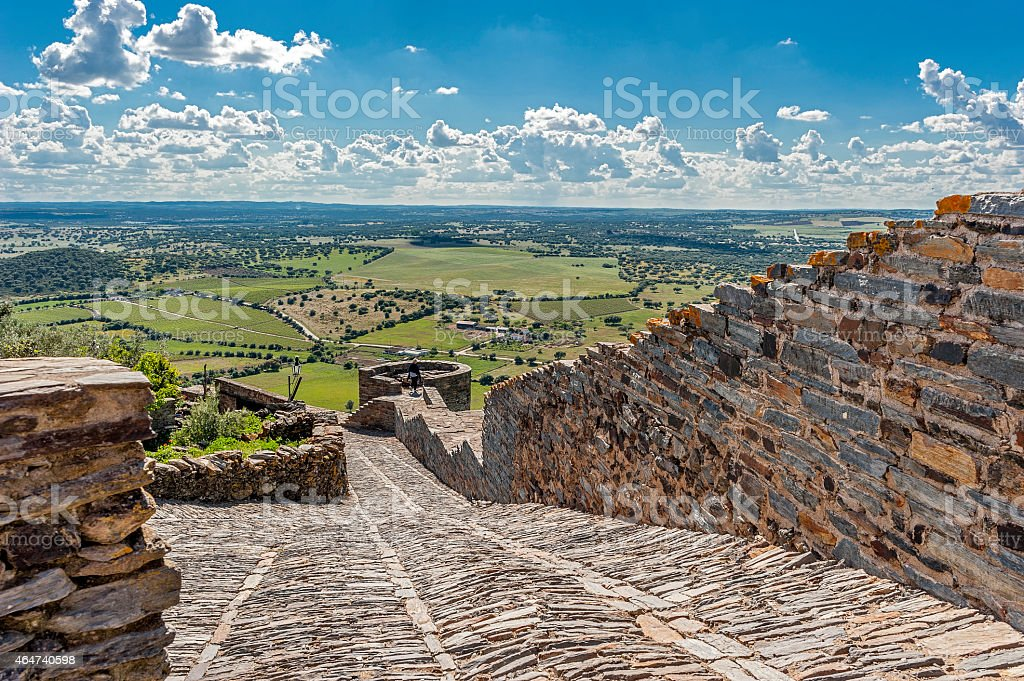 Mittelalterliche schöne wilde stone road, Monsaraz – Foto