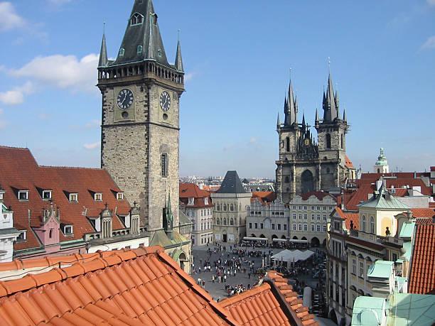 medieval town square prague - fsachs78 stockfoto's en -beelden