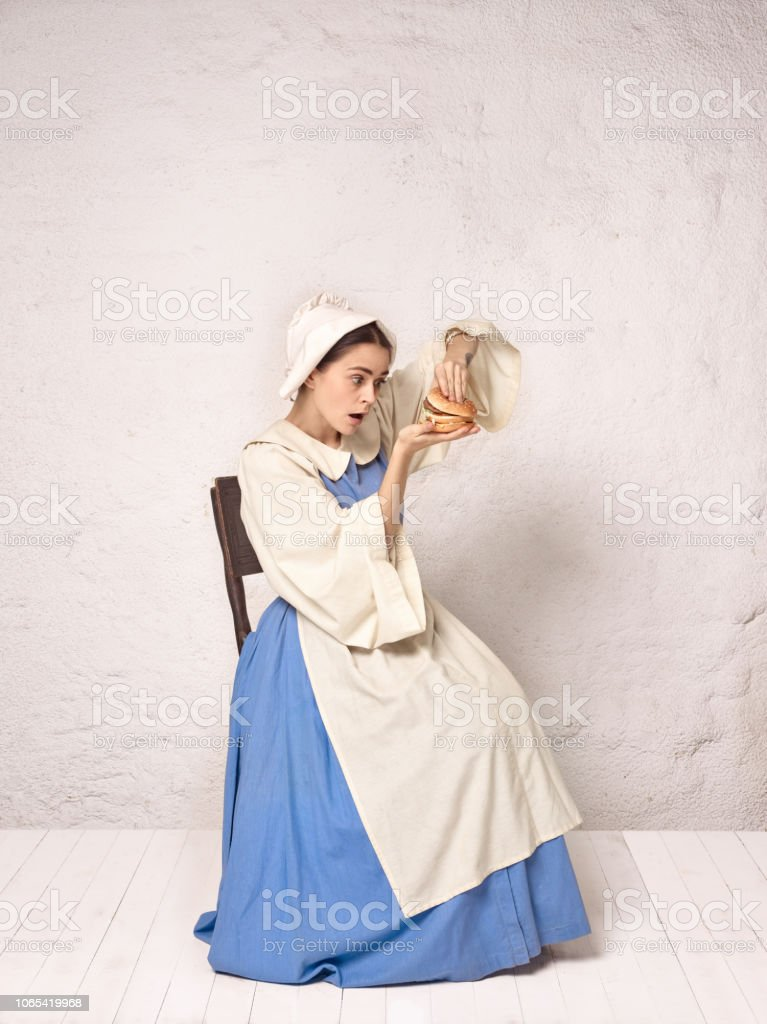 Médiévale Droit Femme Photo Libre Costume En 8nvwomn0 Historique De sQrCthBxdo