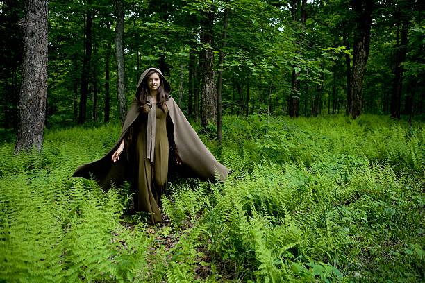 mittelalterliche junger lady - damen umhänge stock-fotos und bilder