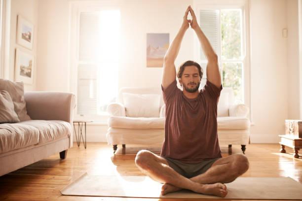 meditating has made him a much calmer person - joga zdjęcia i obrazy z banku zdjęć