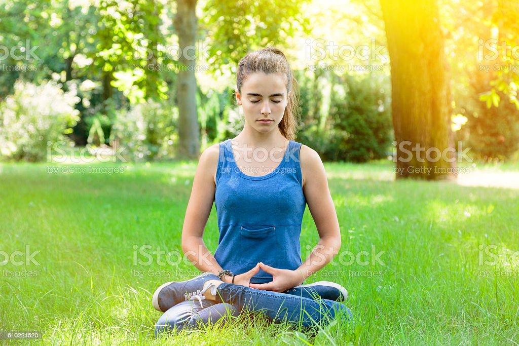 meditating teenage girl in a park – Foto