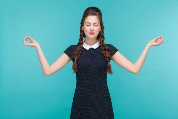 meditating, zen practice. young woman doing yoga. - poprawna postawa zdjęcia i obrazy z banku zdjęć
