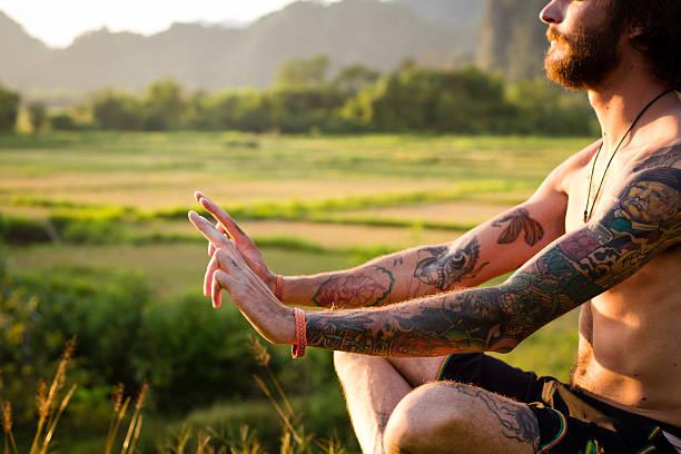 meditation in asien - buddhist tattoos stock-fotos und bilder