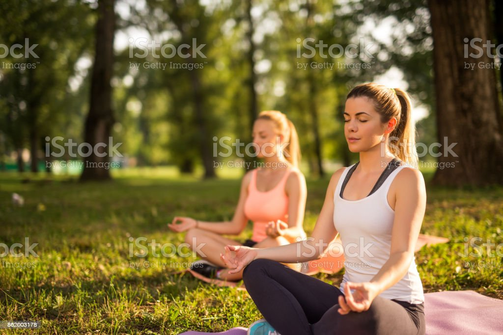 Meditation im park – Foto