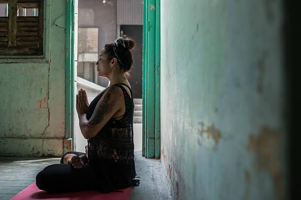 meditation - buddhist tattoos stock-fotos und bilder