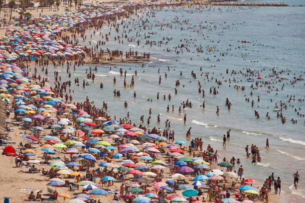 Mittelmeerküste in Spanien. Calpe Strand. Sommer-Publikum. Alicante – Foto