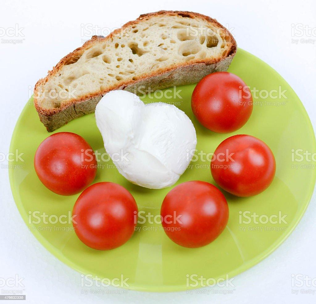 Салат из помидор итальянский и с хлебом