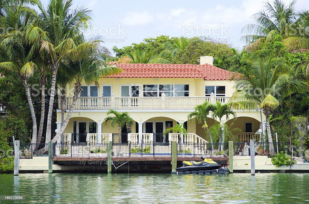 Fotograf a de casa de estilo mediterr neo en miami beach for Fachadas de casas en miami florida