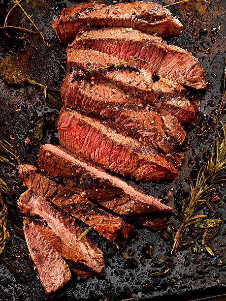 medium rare steak - strip steak stockfoto's en -beelden
