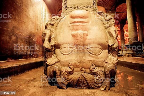 Medusa Head In The Basilica Cistern Istanbul Turkey-foton och fler bilder på Anatolien