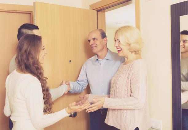 ミーティングのドア - 挨拶 ストックフォトと画像