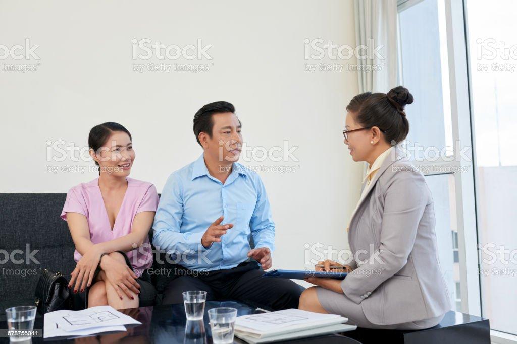 Meeting with broker photo libre de droits